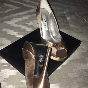 Nina-Milan -YS Champagne Chryst shoes - 6.5 new